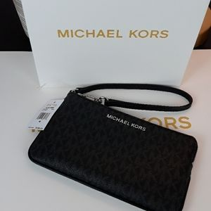 🆕️🎁Michael Kors Black Signature Wristlet